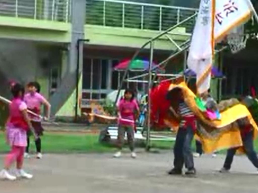 母親節中高年級舞獅表演